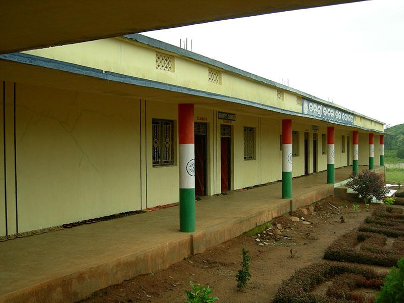 Construcción y equipamiento de una escuela de educación secundaria