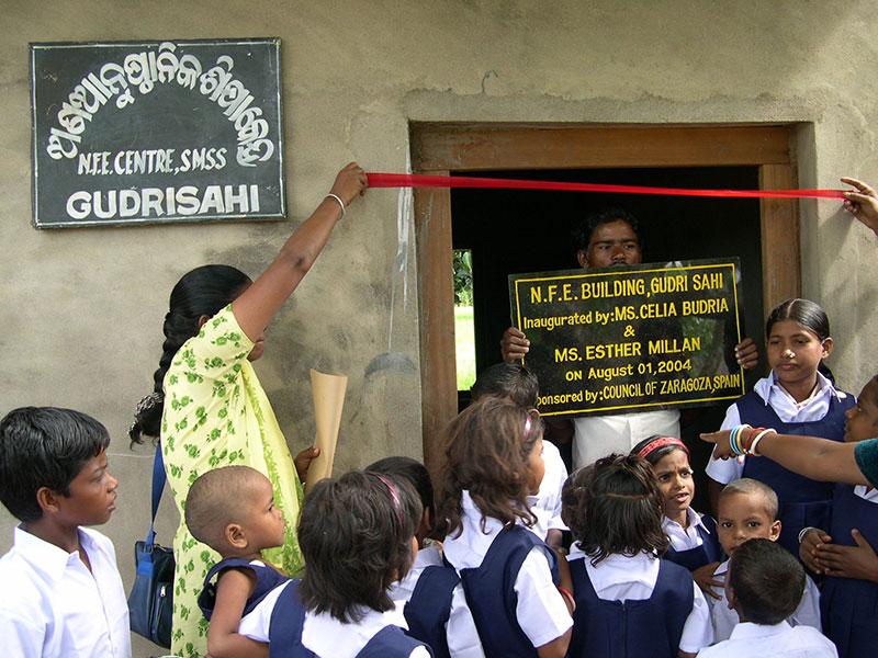 Construcción de edificios y dotación de medios para escuelas