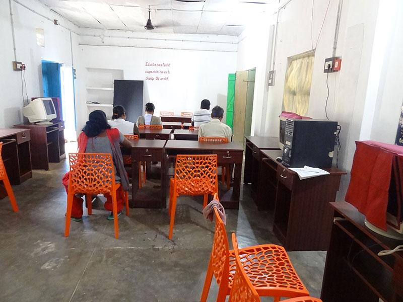 Dotación y puesta en marcha de un centro de formación de informática