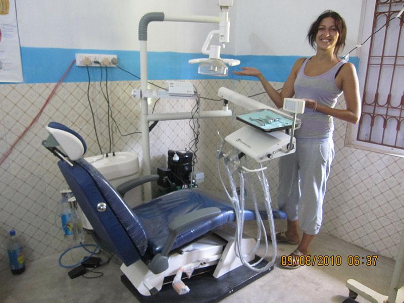 Instalación de un nuevo sillón dental en el hospital de Pasara