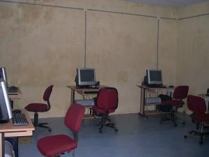 Equipamiento y puesta en marcha de salas de informática