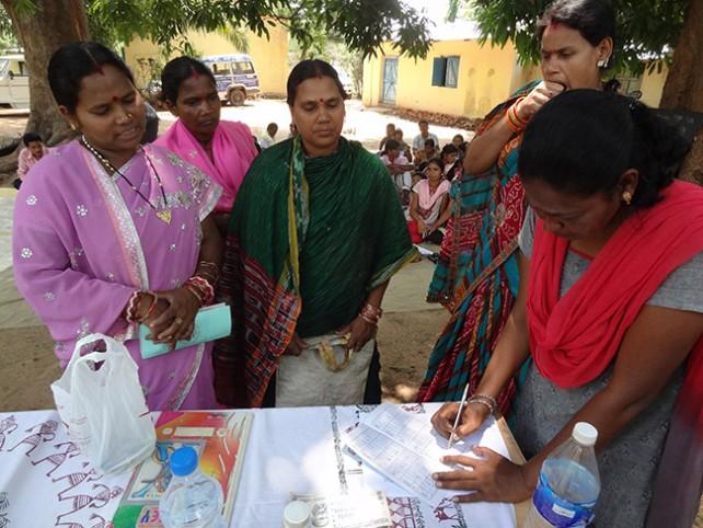 Grupos de ahorro de las mujeres tribales