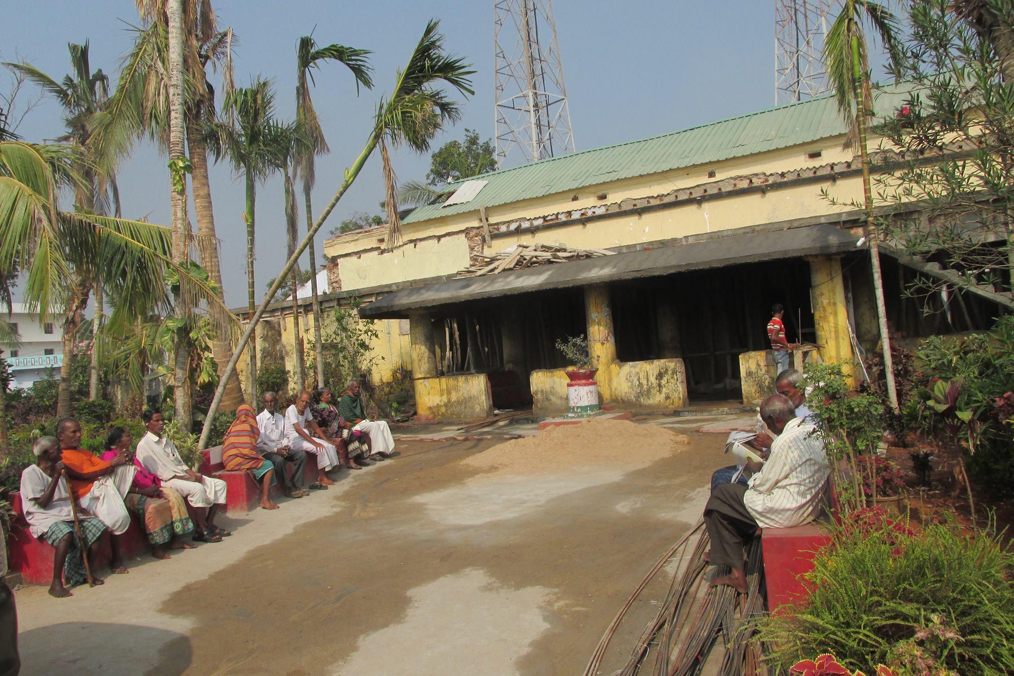 Seguimiento de las obras de la residencia de ancianos en Gopalpur