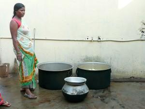 Traída de agua potable hasta el recinto del orfanato.