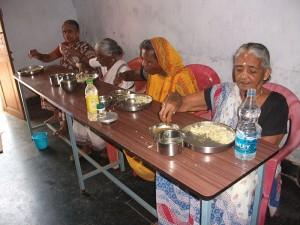 Construcción de un comedor para el centro de ancianos y el centro de mujeres